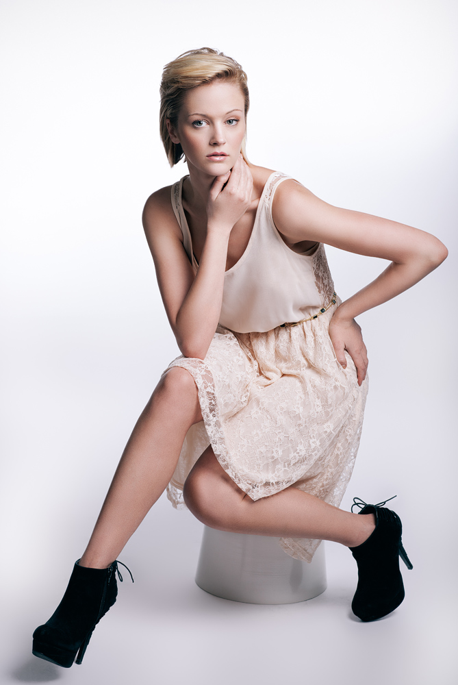 blonde_model_naha_bob_steele.jpg