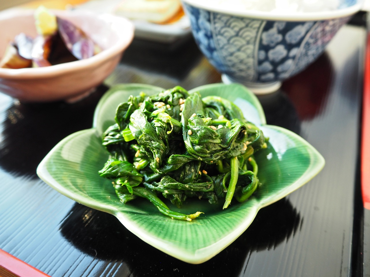 Hourenso no goma-ae ほうれん草の胡麻和え. Spinach with sesame seed.