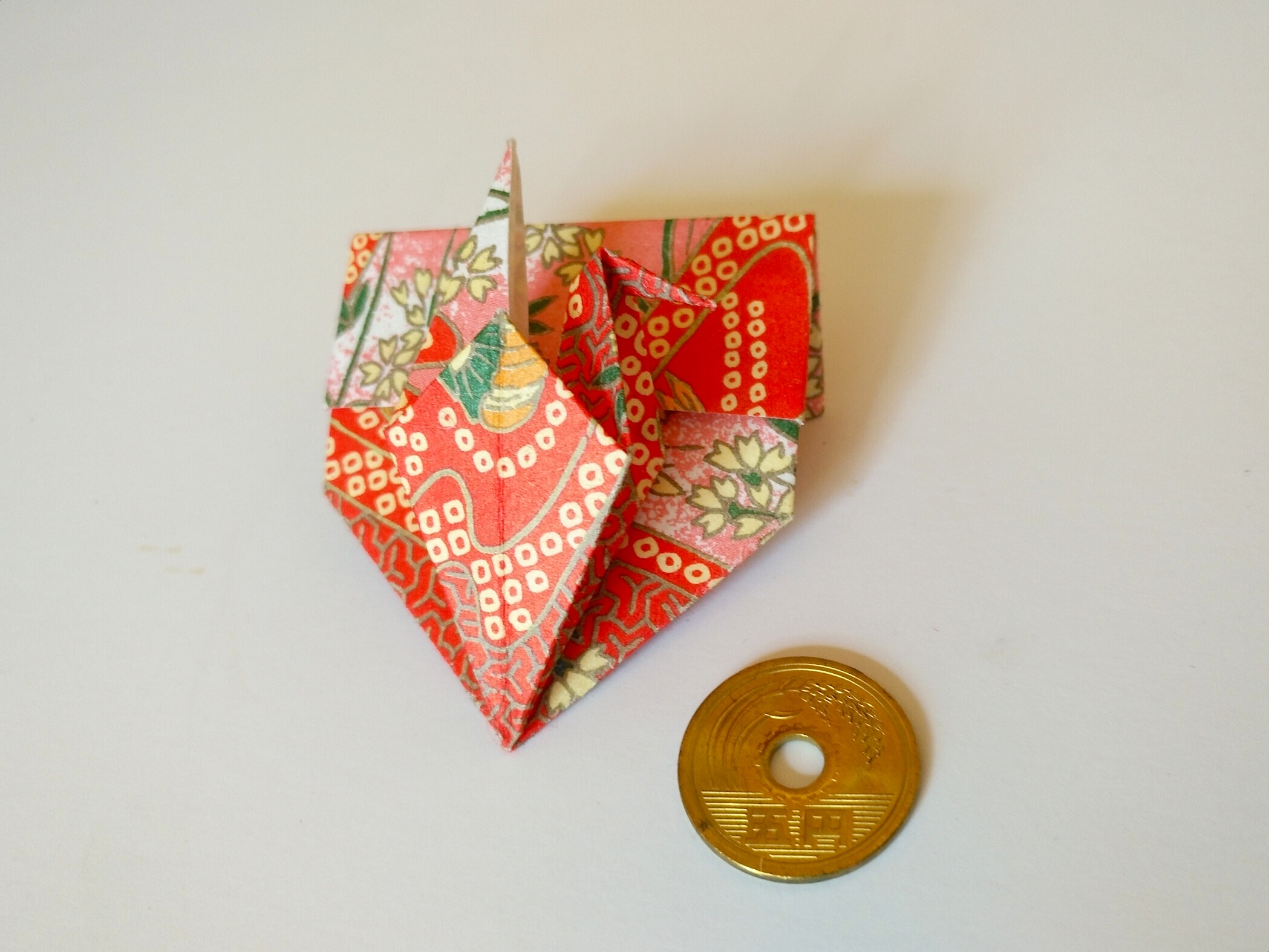 An origami pouch to keep your 5-yen coin in your wallet or purse.