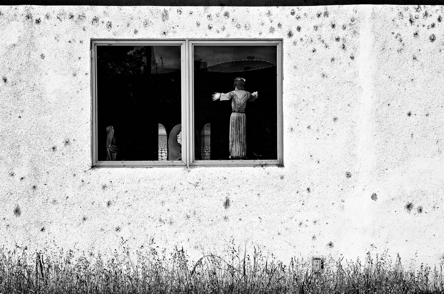Icon in the Window | Mark Lindsay
