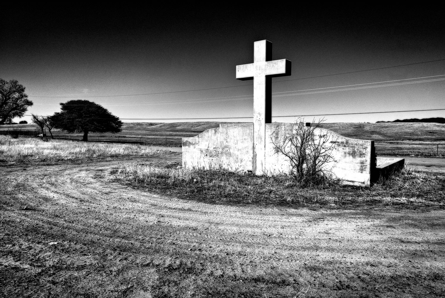 Monument with Cross | Mark Lindsay