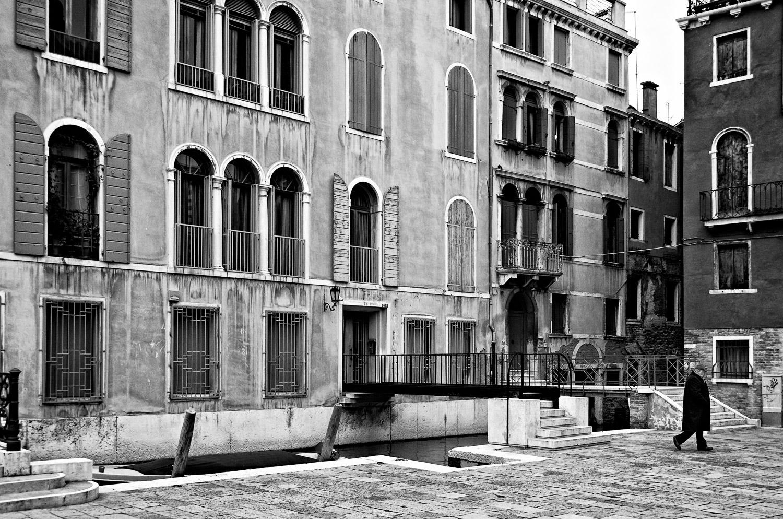 Bridge and Man, Venice