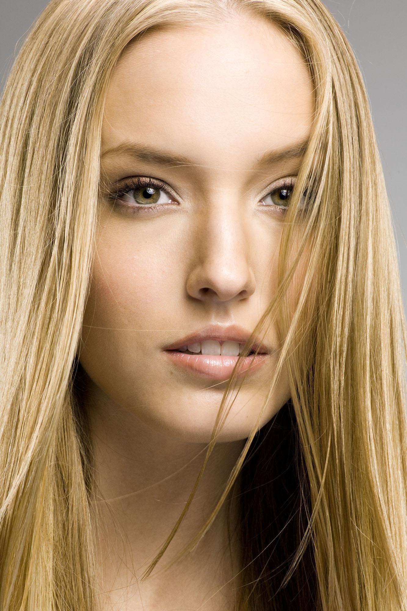 Blonde Long 113 before zoom.jpg