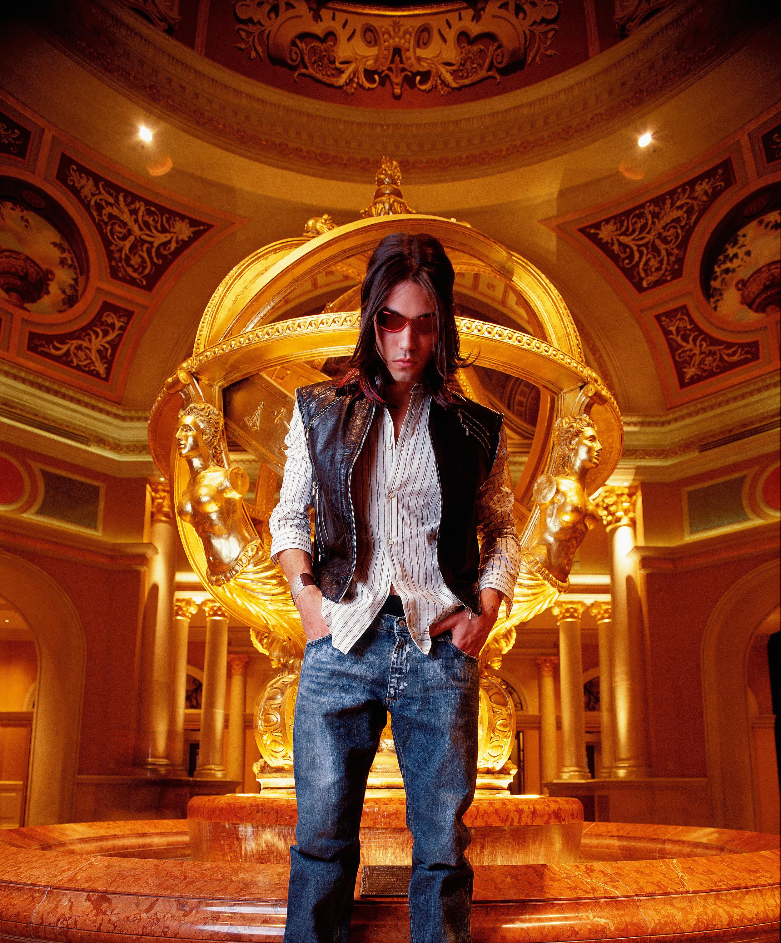Fountain_usm_v3-SS_4300px-4k.jpg