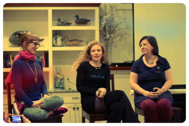 Photo by Stefanie Renee. Indie Kindred Q&A with Jonatha Brooke and Jolie Guillebeau at the Serendipity Retreat.