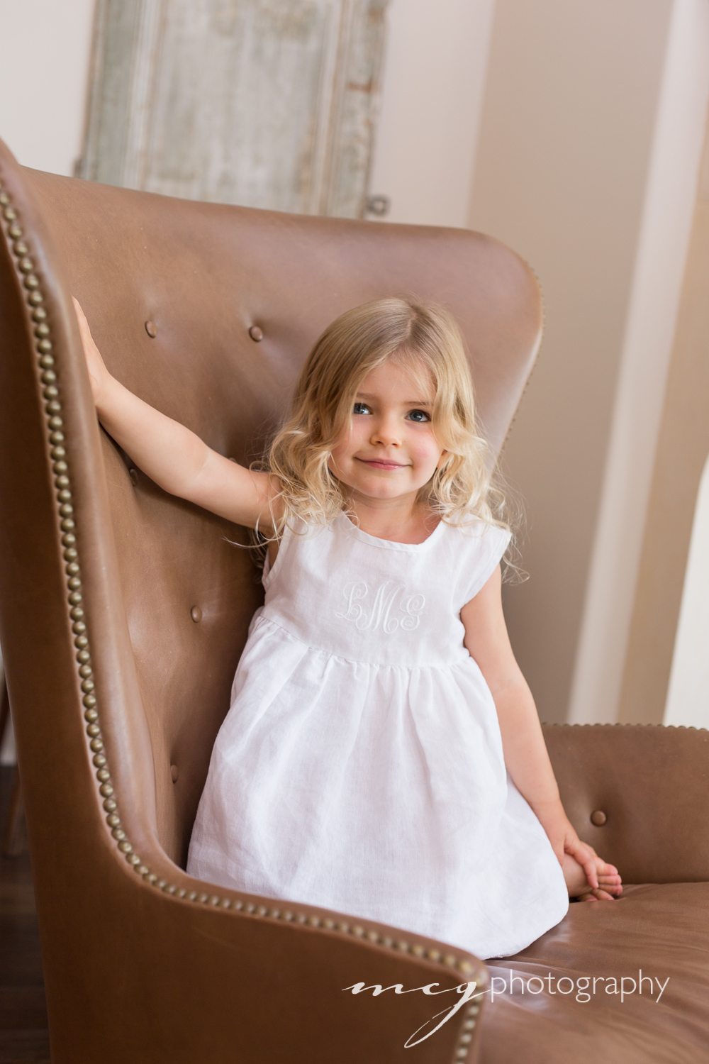 mcg_photography_home_portraits-mod_chair.jpg