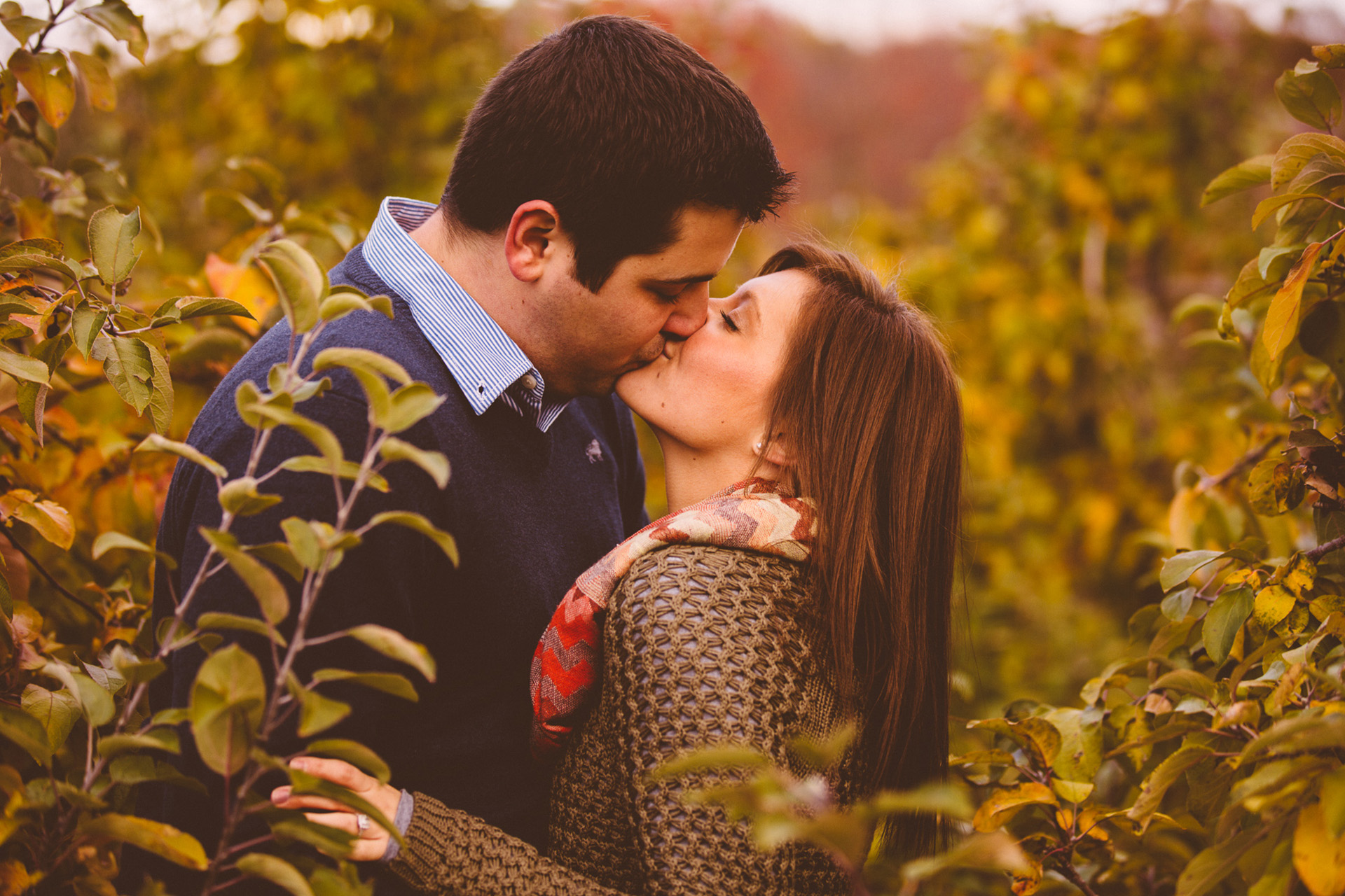 Patterson Fruit Farm Fall Engagement Session Photos in Cleveland 12.jpg