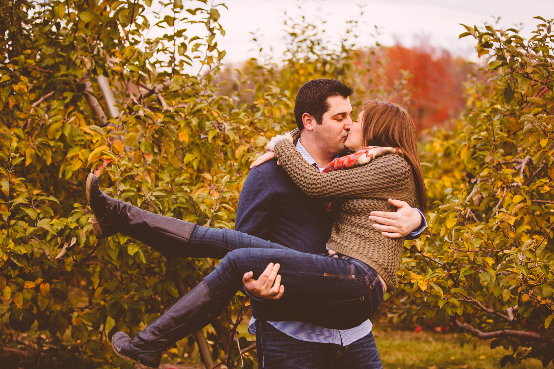 Patterson Fruit Farm Fall Engagement Session Photos in Cleveland 13.jpg