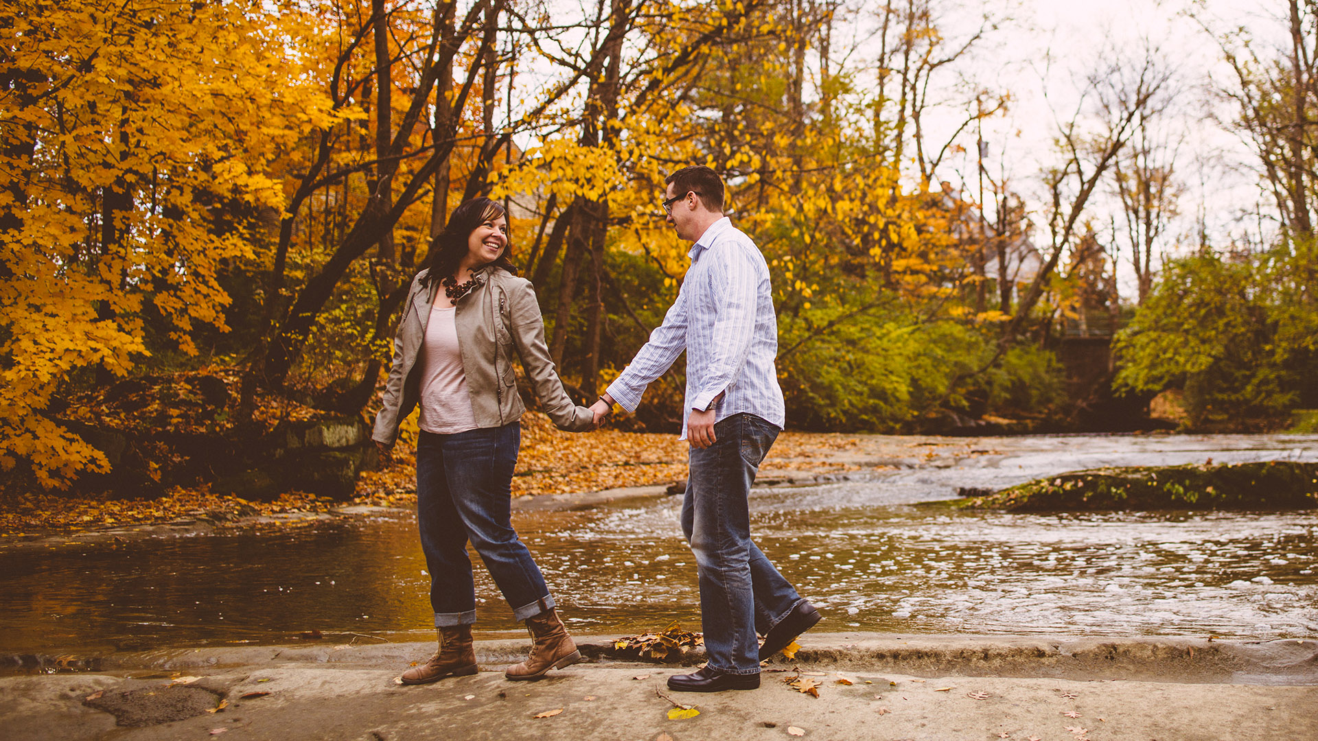 Olmsted Falls Autumn Engagement Photographer 04.jpg