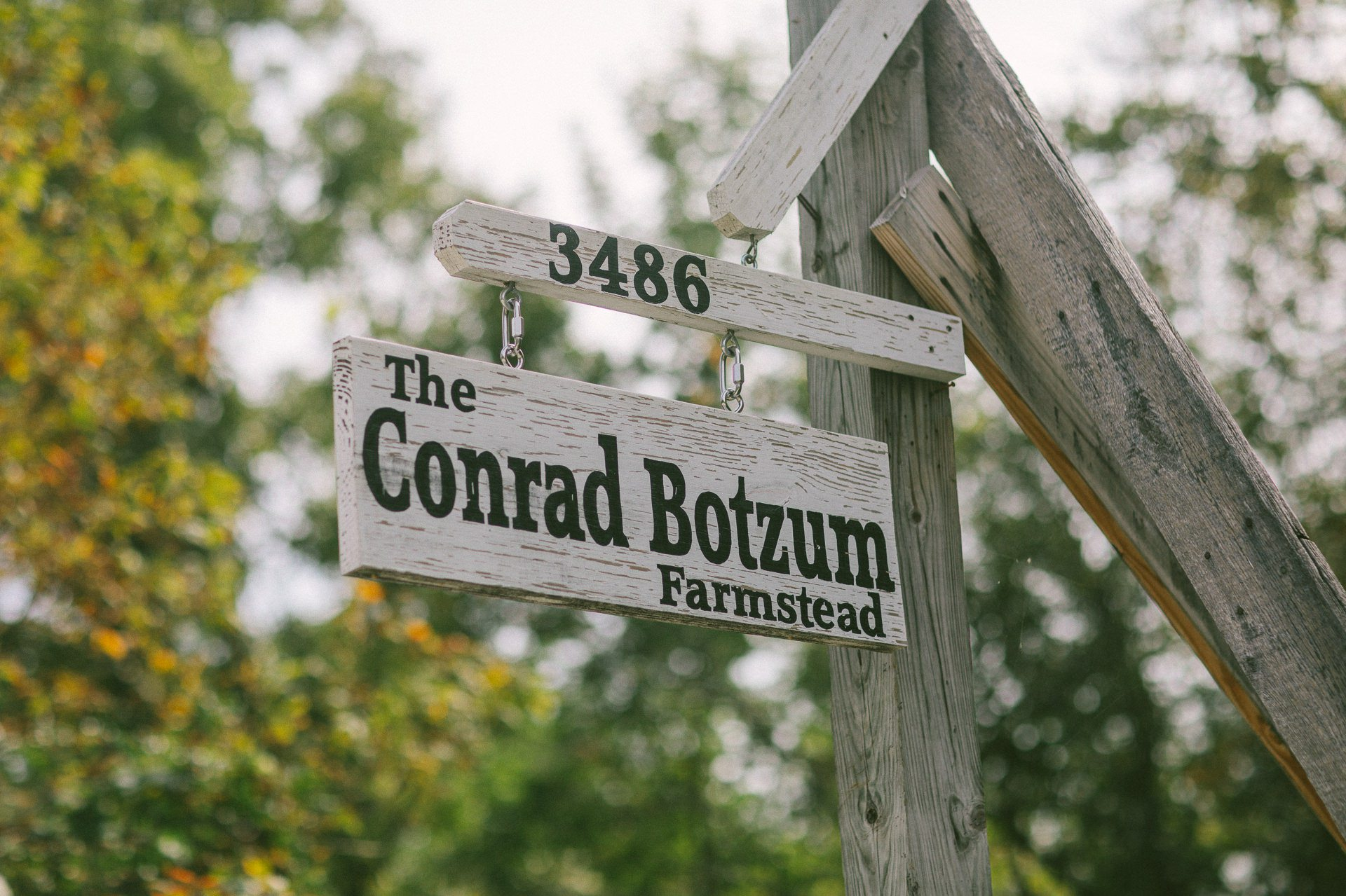 Conrad Botzum Farmstead Wedding Photographer 00036.JPG