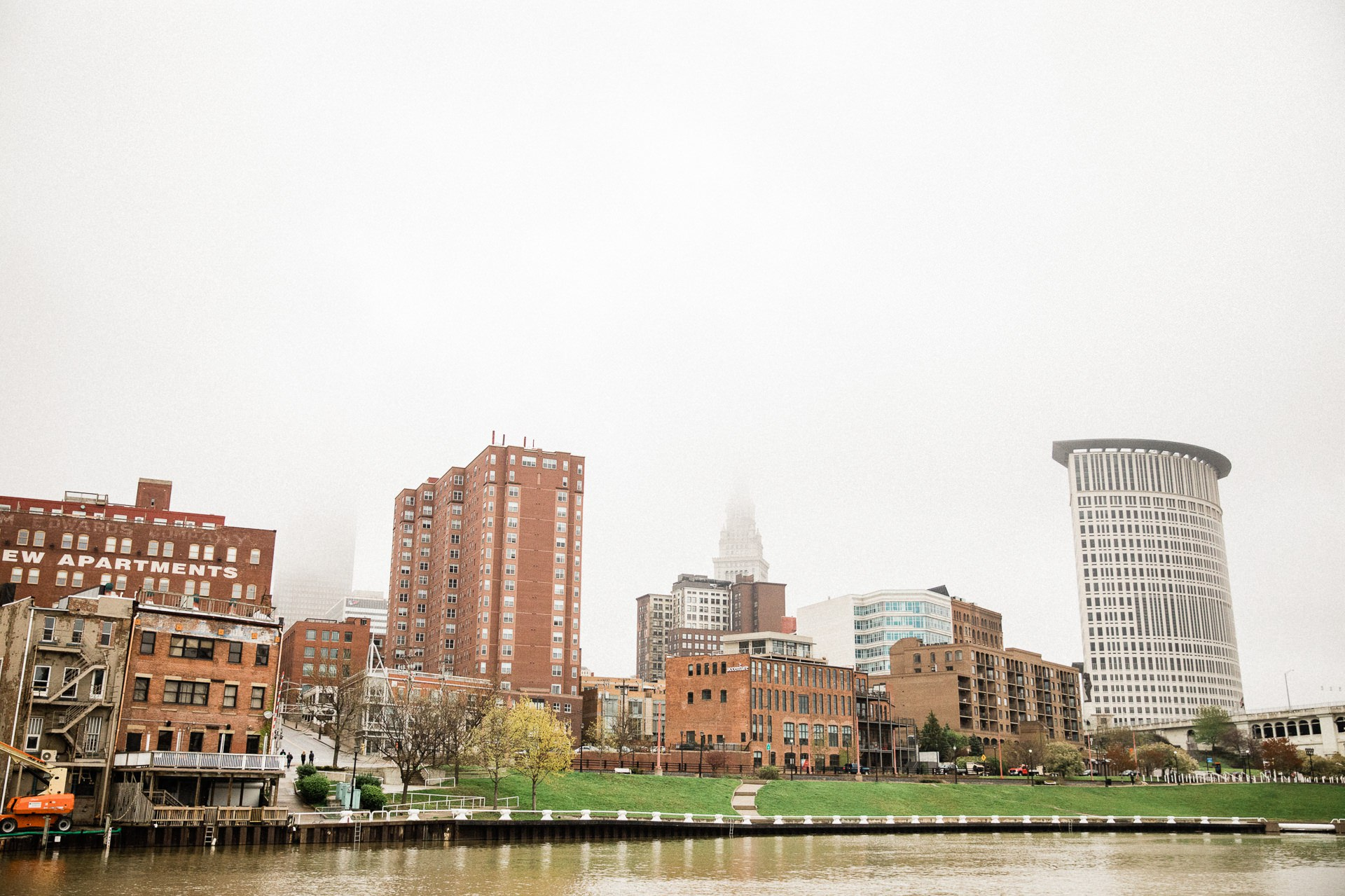 Windows on the River Cleveland Wedding Photographer 1 50.jpg