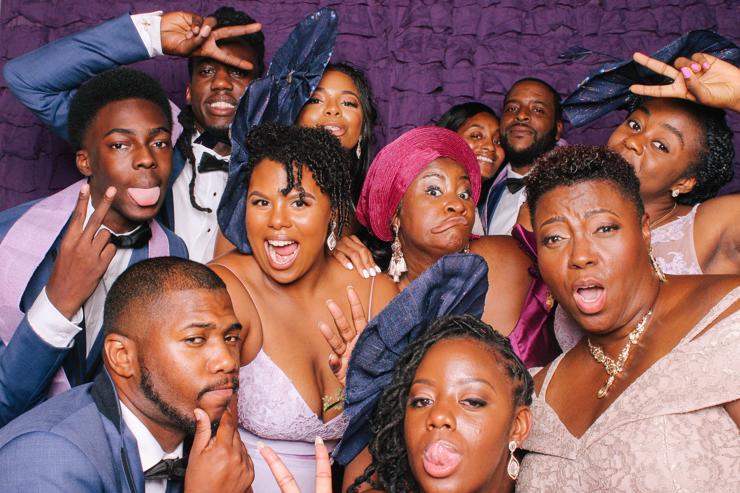 0542 Best Cleveland Wedding Photobooth.jpg