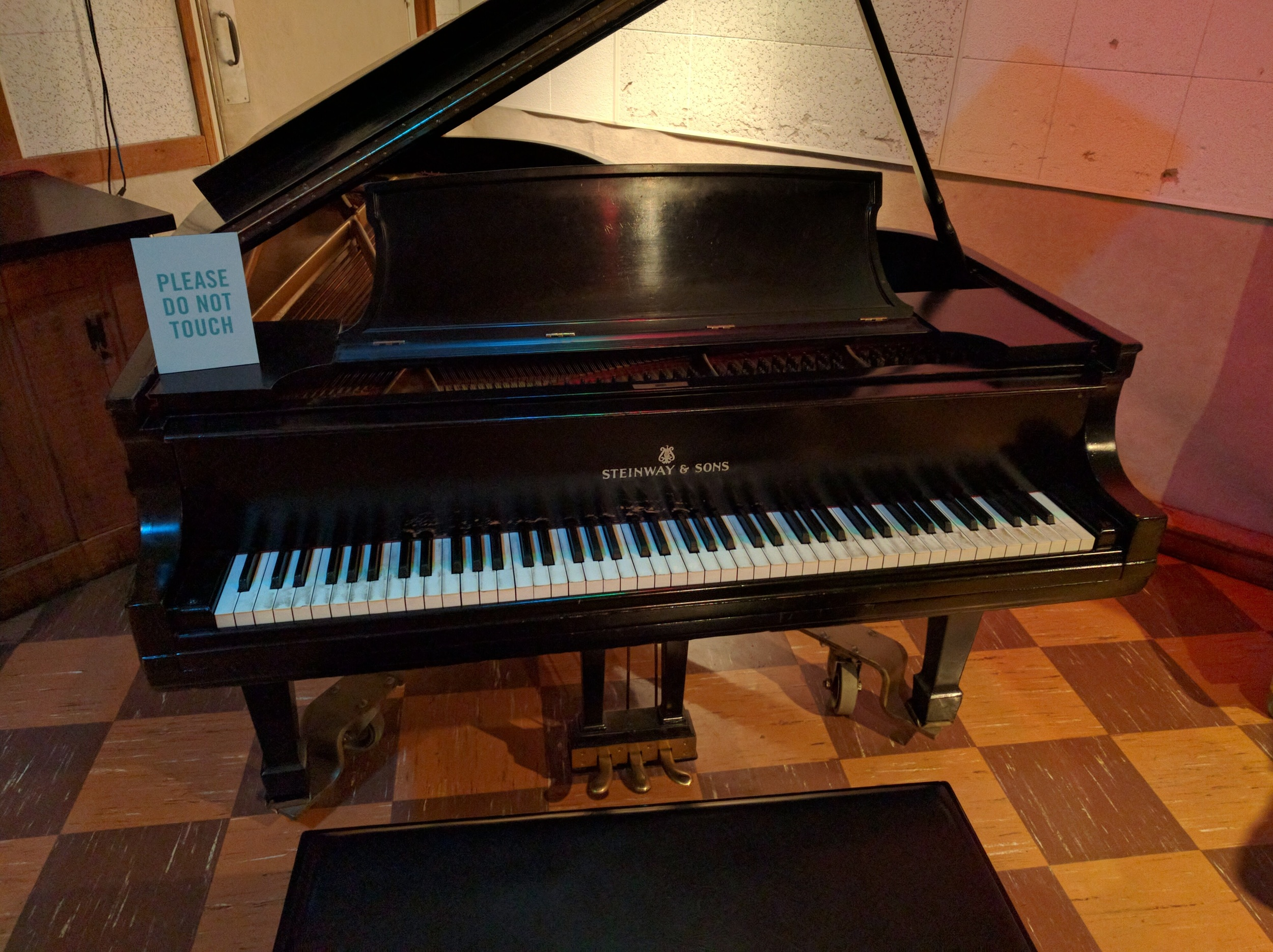Piano at RCA Studio B, the saem piano Elvis, Paul McCartney and many others have played
