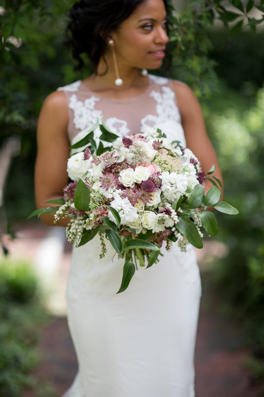 Airlie Gardens Wedding 05.jpg