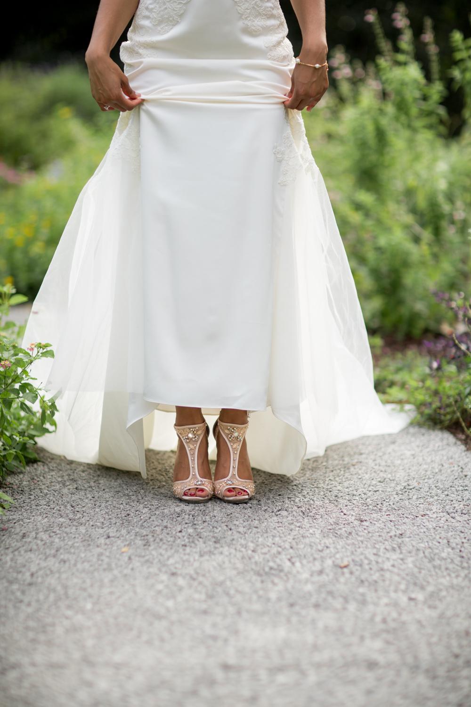 Airlie Gardens Wedding 15.jpg