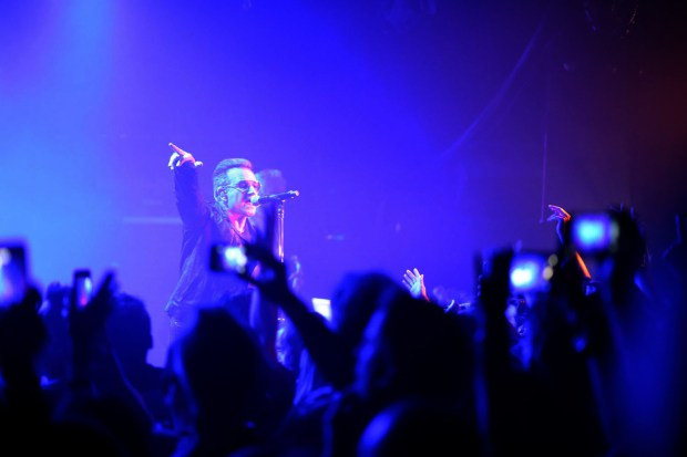 u2-and-kroq-take-over-the-roxy-30.jpg