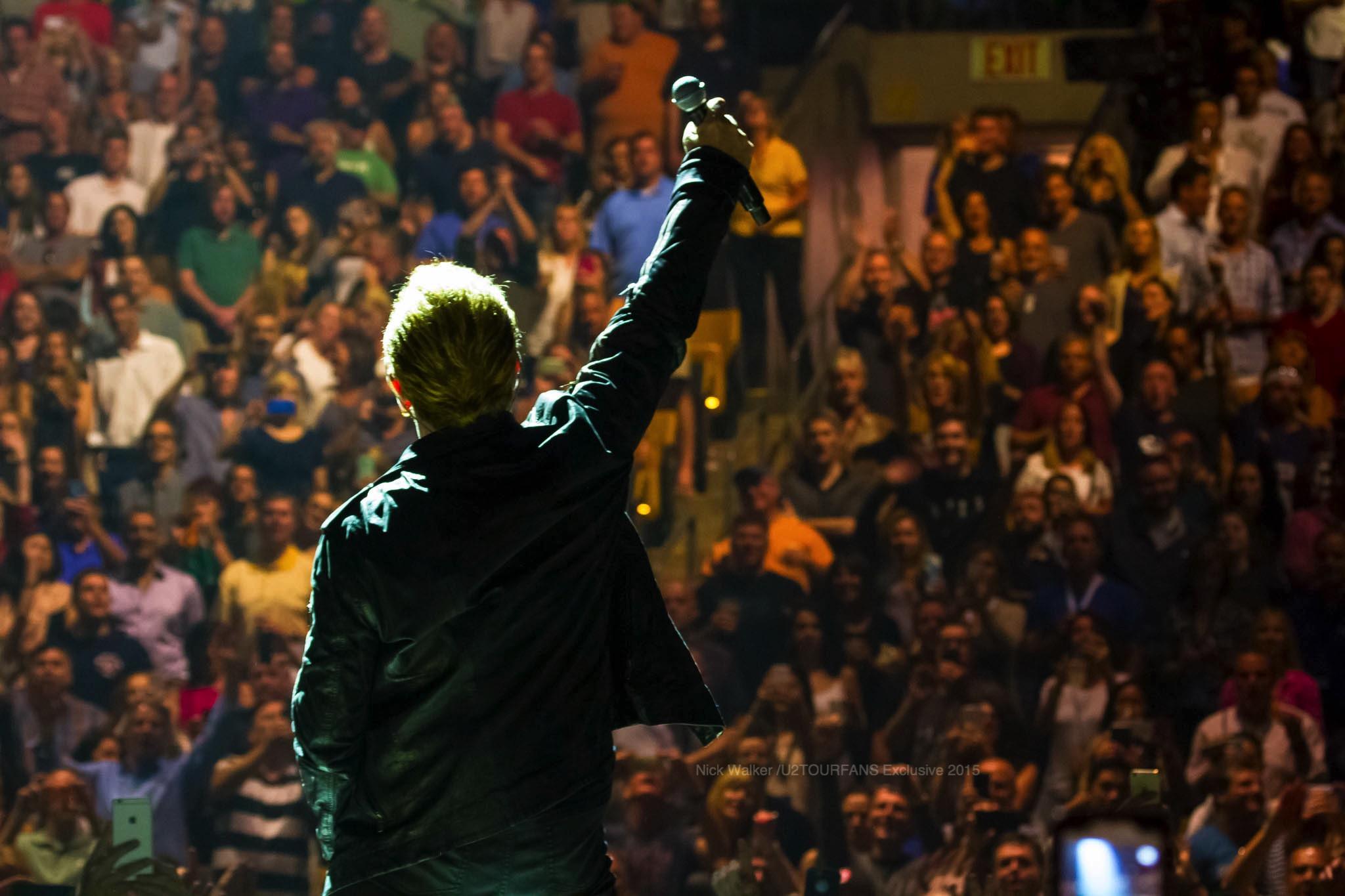 U2 / Bono / Nick Walker / U2TOURFANS