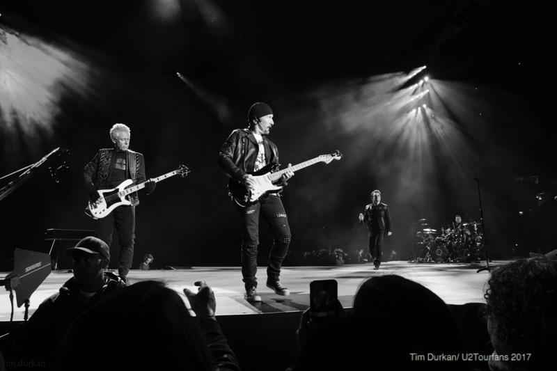 U2 / Tim Durkan / U2TOURFANS.com