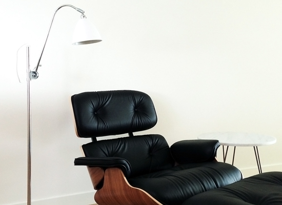 Eames-lounge-with-Bauhaus-BL3-BestLite-lamp_550x400.jpg
