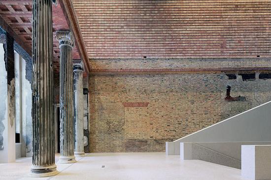 Neues-museum-interior-entry-550x365.jpg