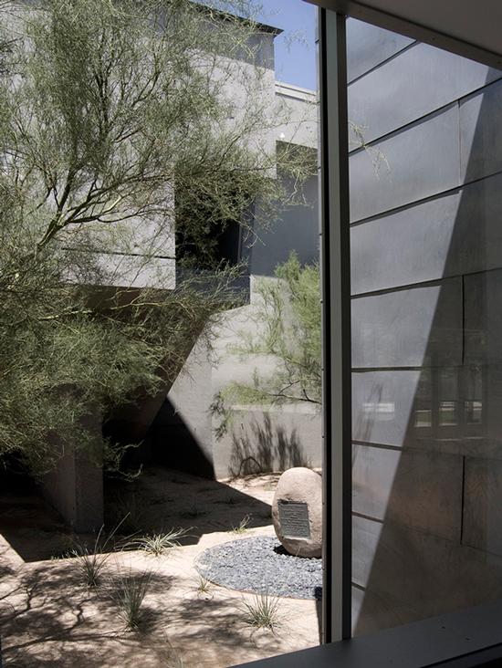 MYD-blog-phoenix-museum-view-of-courtyard-550px.jpg