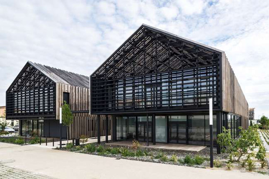 WAF-9-civic-building-Arcau_550x360.jpg