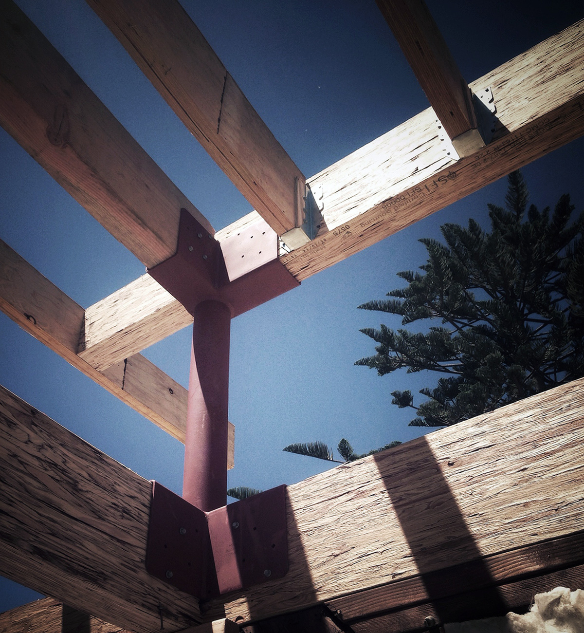 residential construction detail / steel post at clerestory windo