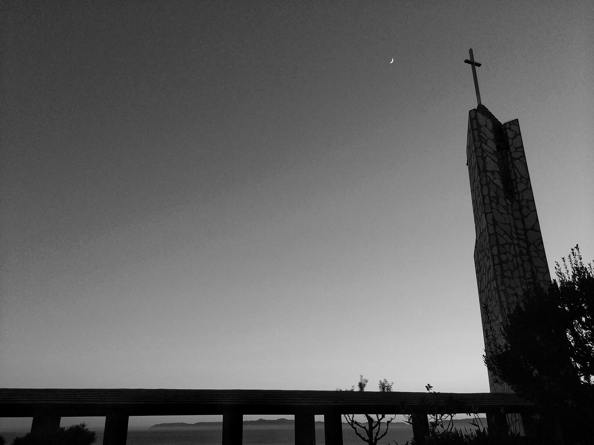 wayfarers chapel at dusk