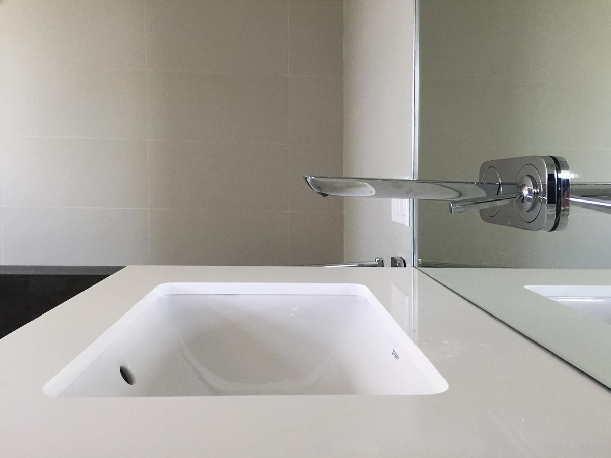 wall-mounted faucet / hansgrohe puravida