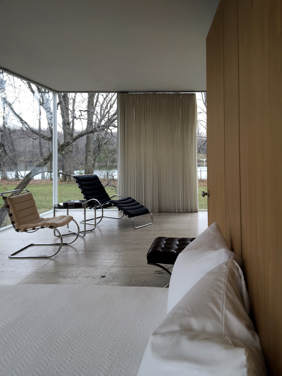 Farnsworth House / interior [bedroom]