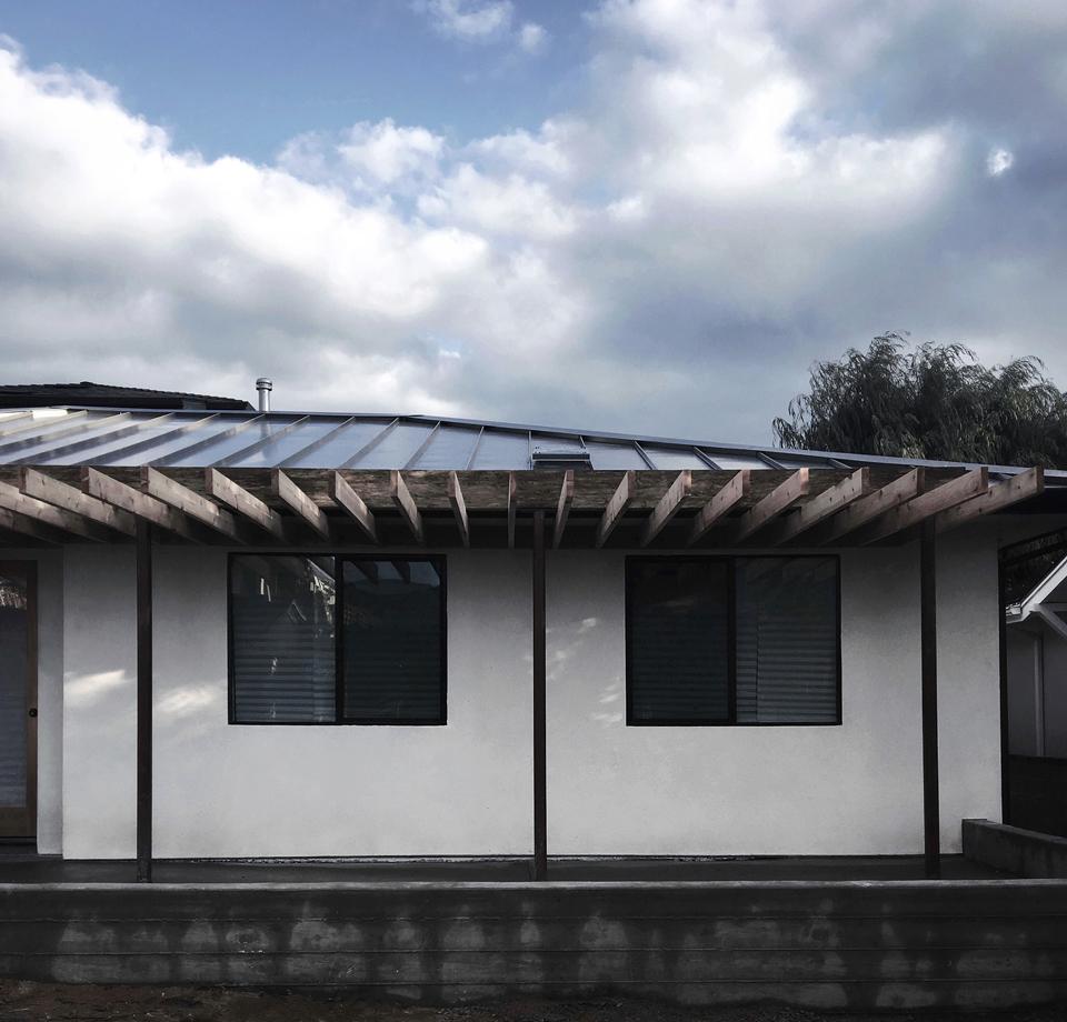 north laguna modern cottage / front trellis construction