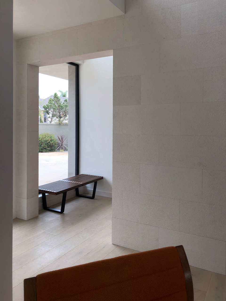 Nelson bench at entry / SeaCliff modernist residence, Huntington Beach