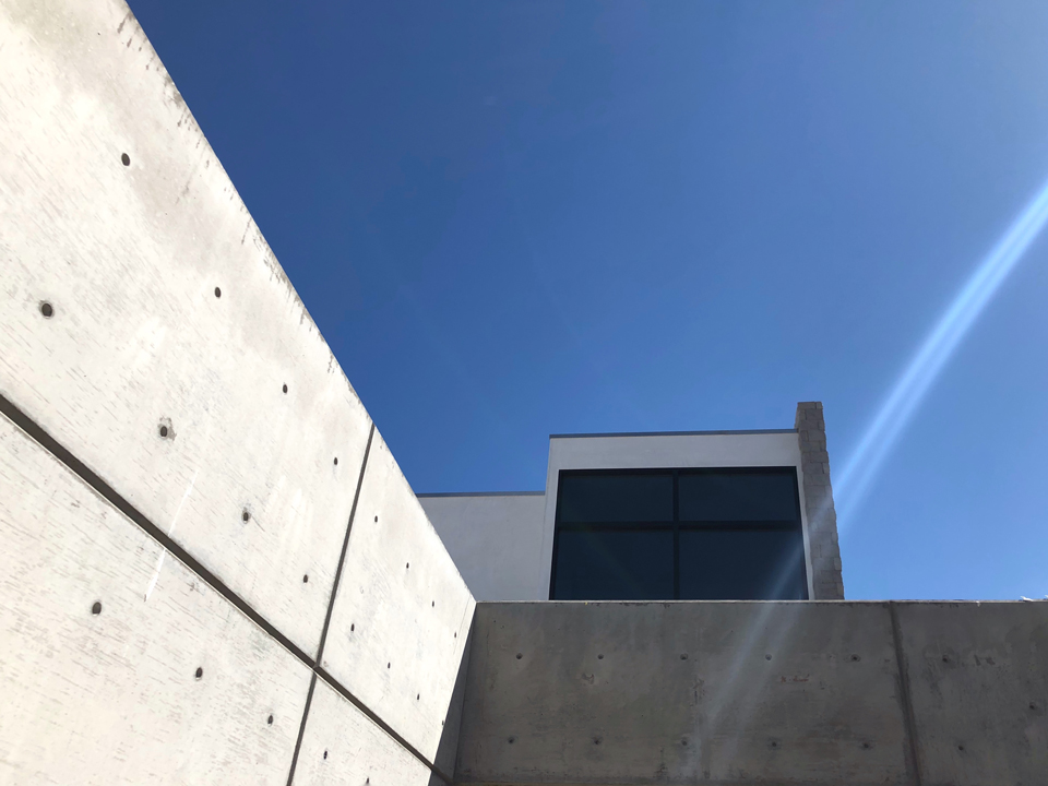 concrete wall at courtyard entry / huntington harbour contemporary