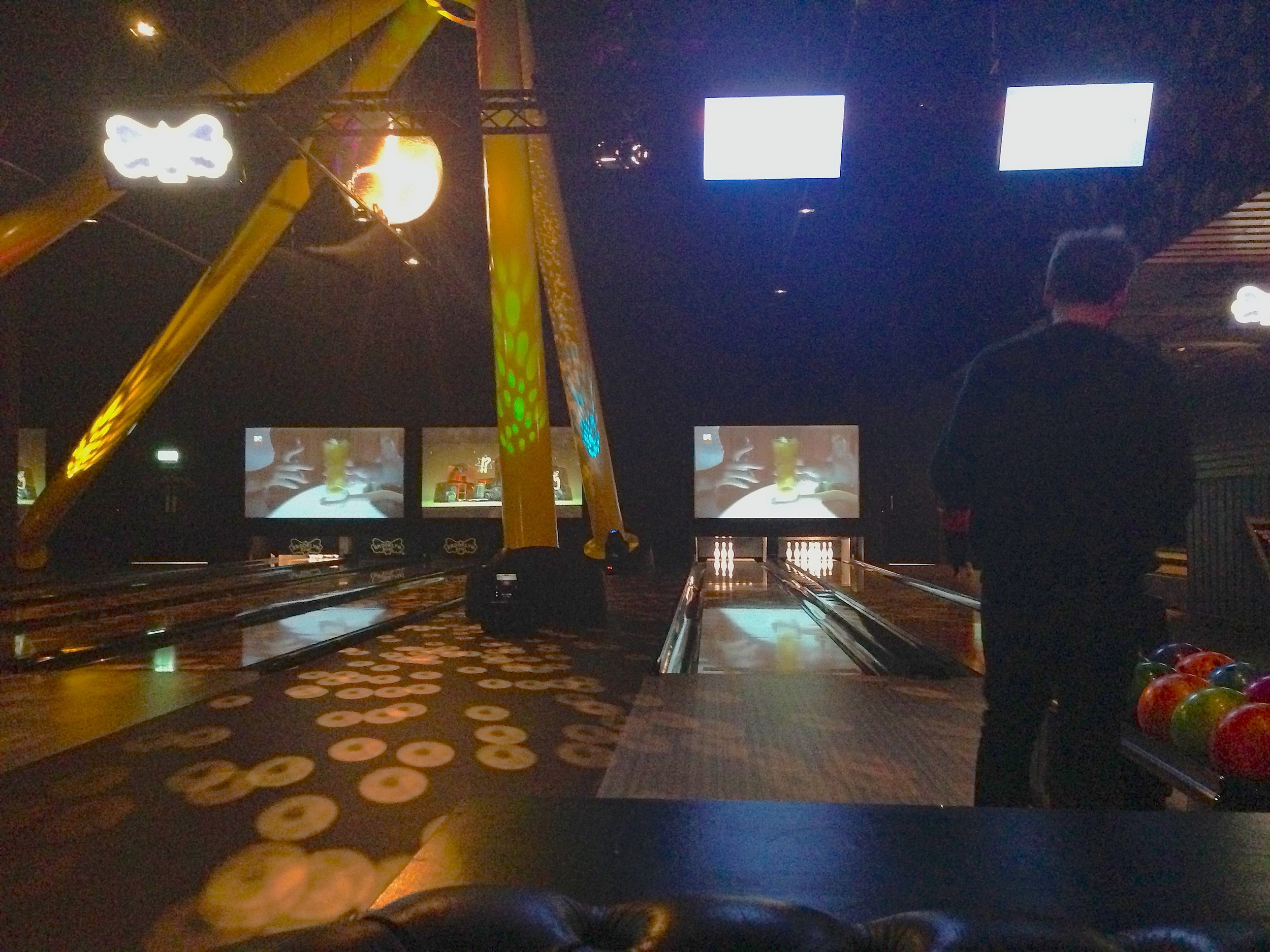 Note irritating televisions. Also note irritating Blair Support Tripod ruining the layout of the lanes.