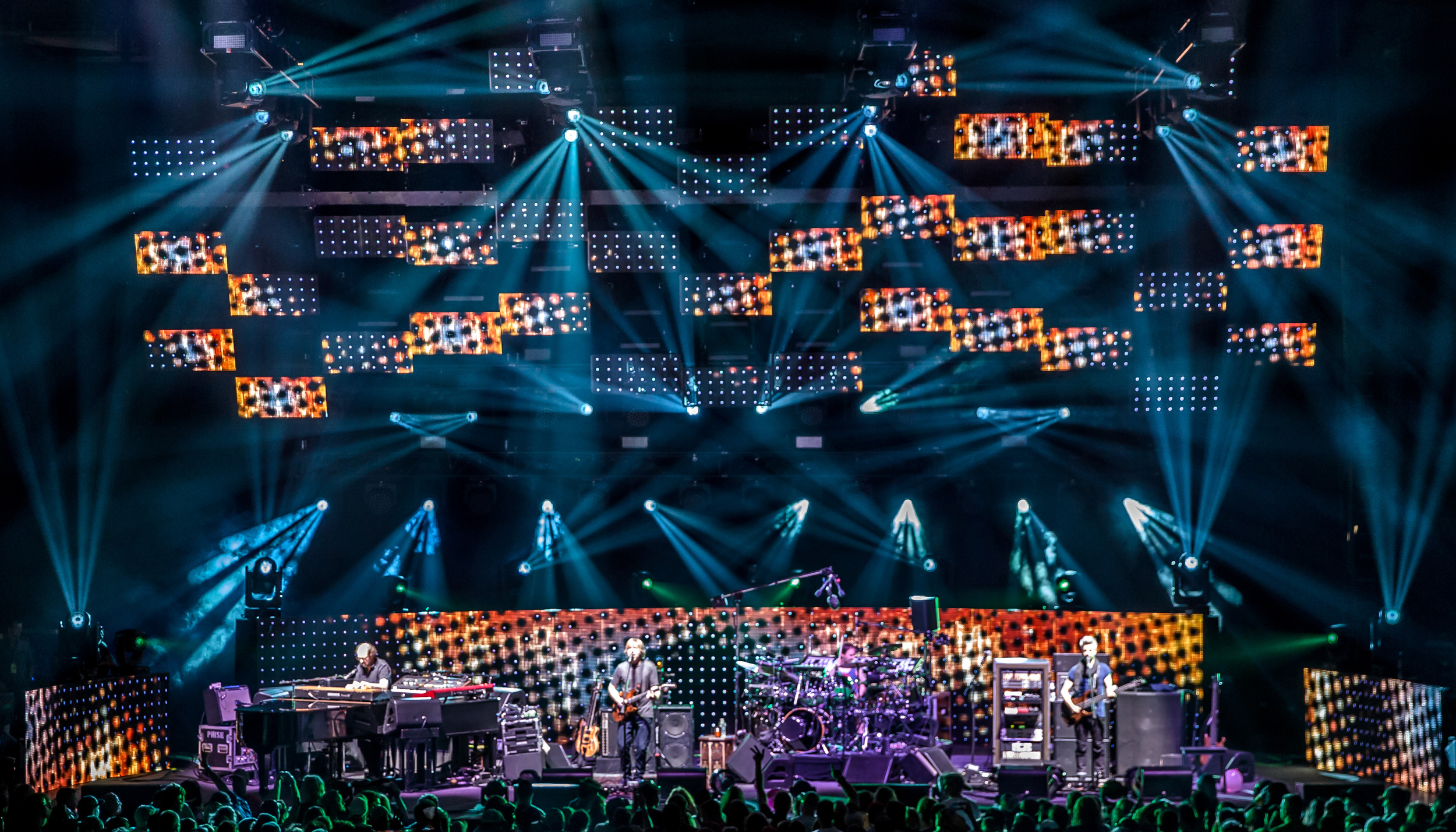 Phish 2016-1476crop.jpg