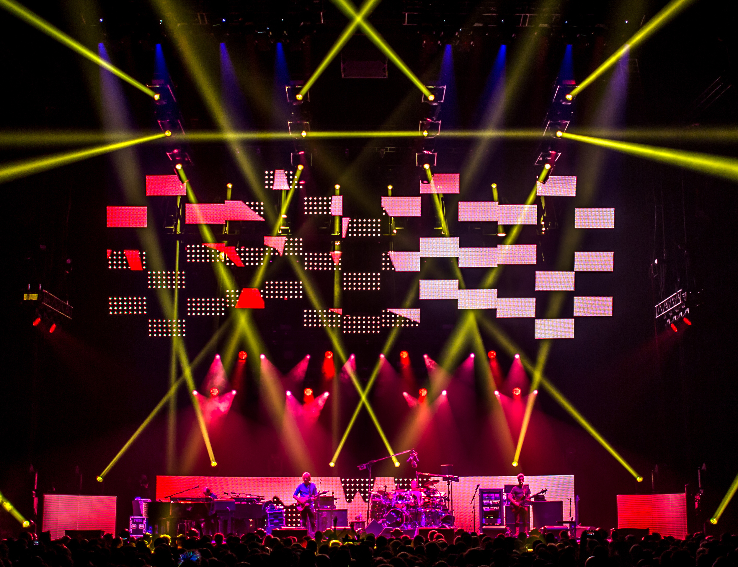 Phish 2016-2417crop.jpg