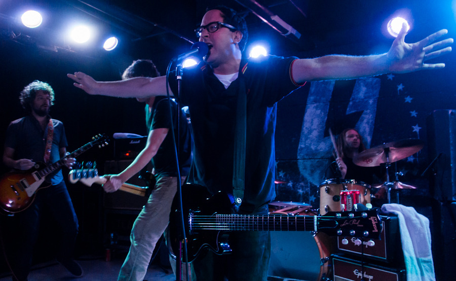 holdsteady_101712-11.jpg
