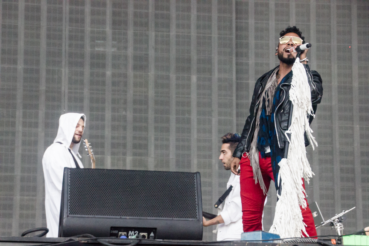 Miguel performing at the 2015 Landmark Music Festival in Washington, DC - 2-26-15 (photo by Kevin Hill)