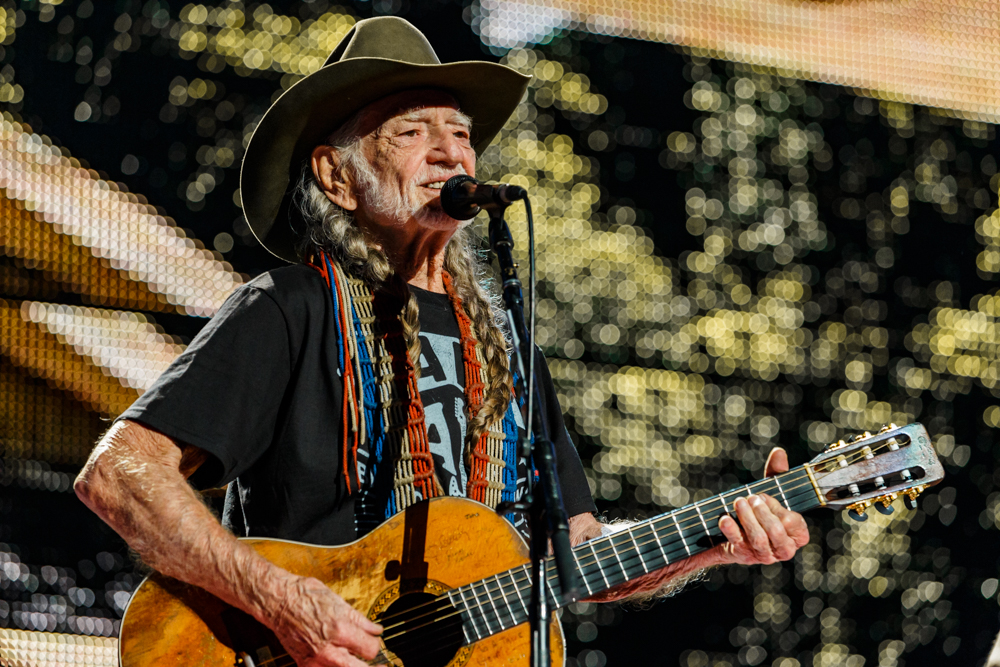 Willie Nelson performing at Farm Aid 2016 on September 17th, 2016 (photo by Matt Condon / @arcane93)