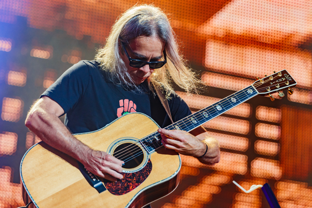 Dave Matthews and Tim Reynolds performing at Farm Aid 2016 on September 17th, 2016 (photo by Matt Condon / @arcane93)