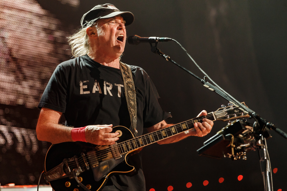 Neil Young performing at Farm Aid 2016 on September 17th, 2016 (photo by Matt Condon /  @arcane93 )