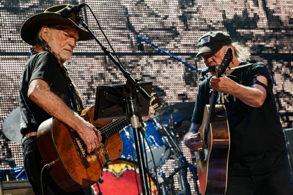 Neil Young performing at Farm Aid 2016 on September 17th, 2016 (photo by Matt Condon / @arcane93)
