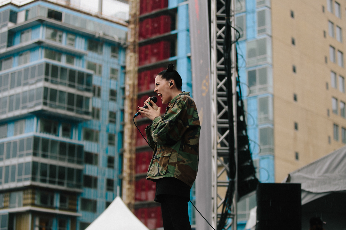 Bishop Briggs performing at All Things Go's 2016 Fall Classic in Washington, DC (photo by Mauricio Castro / @TheMauricio)