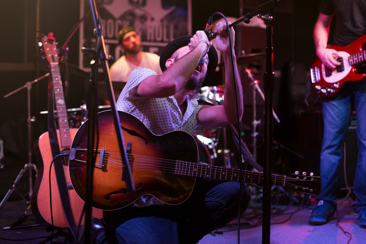 Kingsley Flood performing at the Rock & Roll Hotel in Washington, DC - 11/19/16 (photo by Mauricio Castro/@TheMauricio)