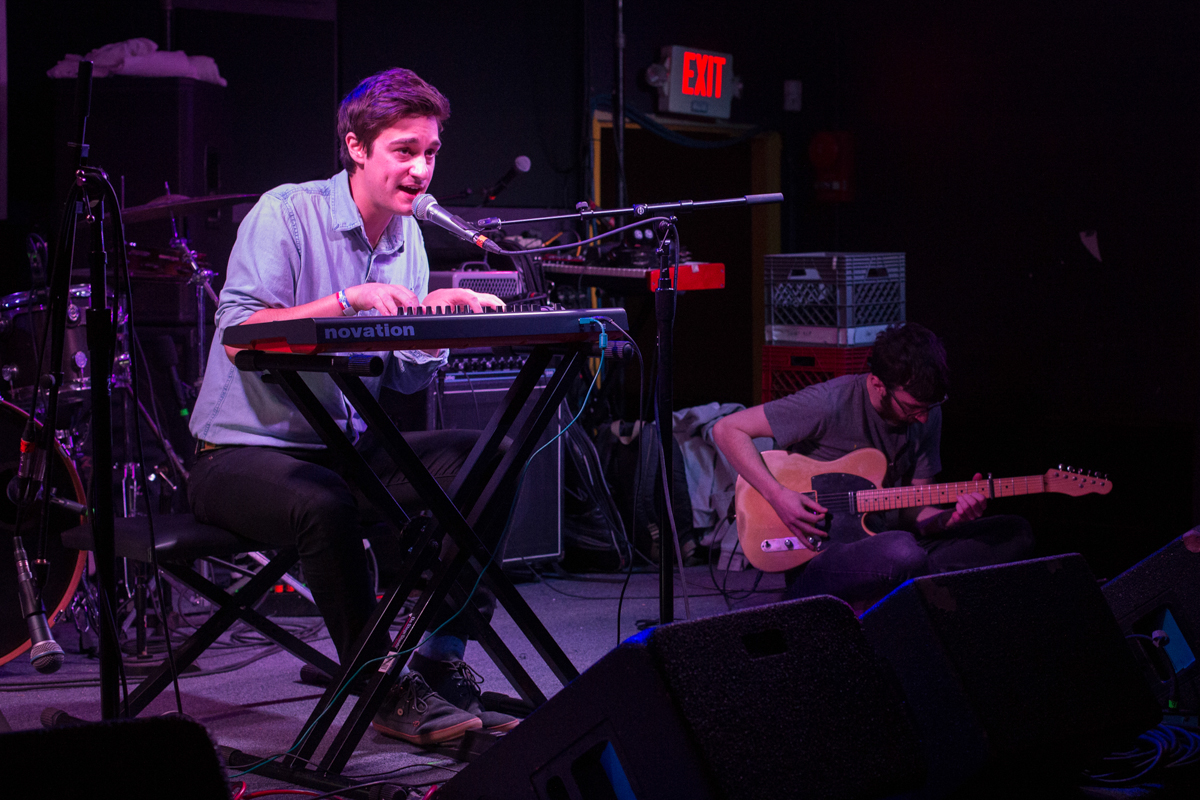 Louis Weeks opening for Kingsley Flood at the Rock & Roll Hotel in Washington, DC - 11/19/16 (photo by Mauricio Castro/@TheMauricio)
