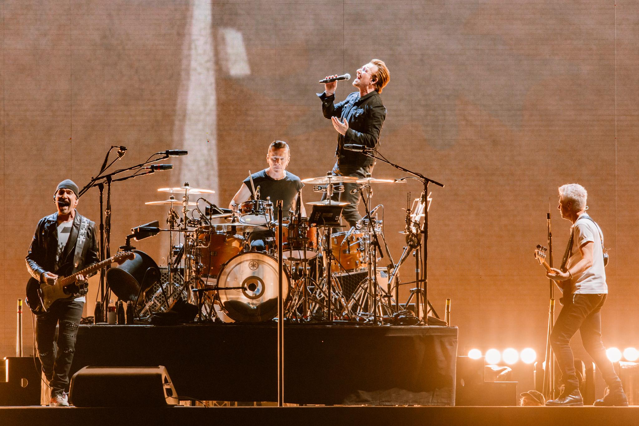 U2 performing at FedExField in Landover, MD - 6/20/2017 (photo by Matt Condon / @arcane93)