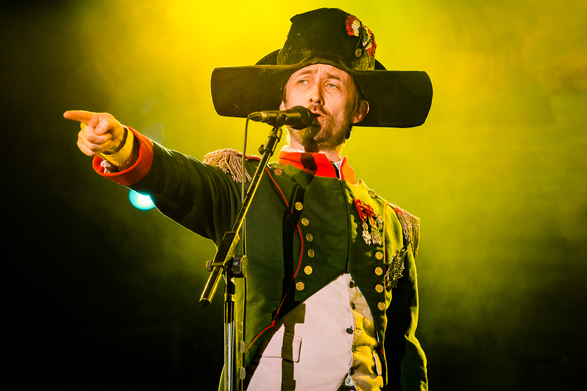 The Divine Comedy headlining the first night of Fairport's Cropredy Convention 2017 (photo by Matt Condon /  @arcane93 )