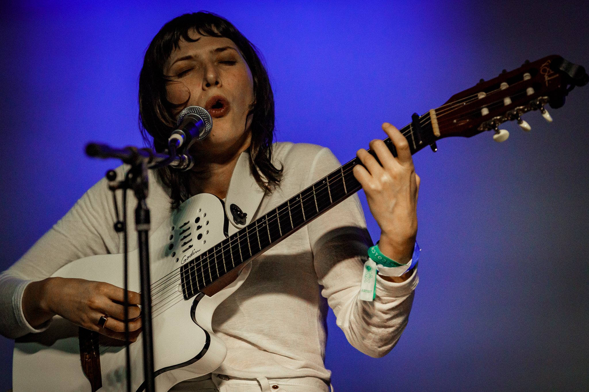 Aldous Harding performing at Hopscotch Music Festival 2017 in Raleigh, NC - 9/9/2017 (photo by Matt Condon / @arcane93)