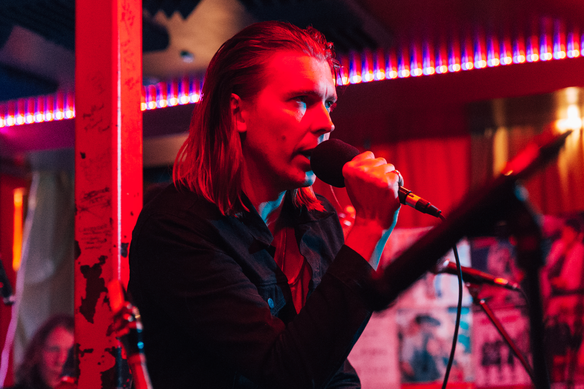 Alex Cameron at Songbyrd (Photo by Mauricio Castro /  @themauricio )