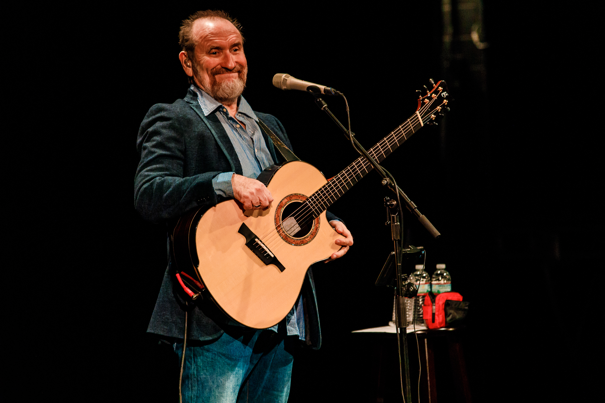 Colin Hay performing at the Lincoln Theatre in Washington, DC - 10/21/2017 (photo by Matt Condon / @arcane93)